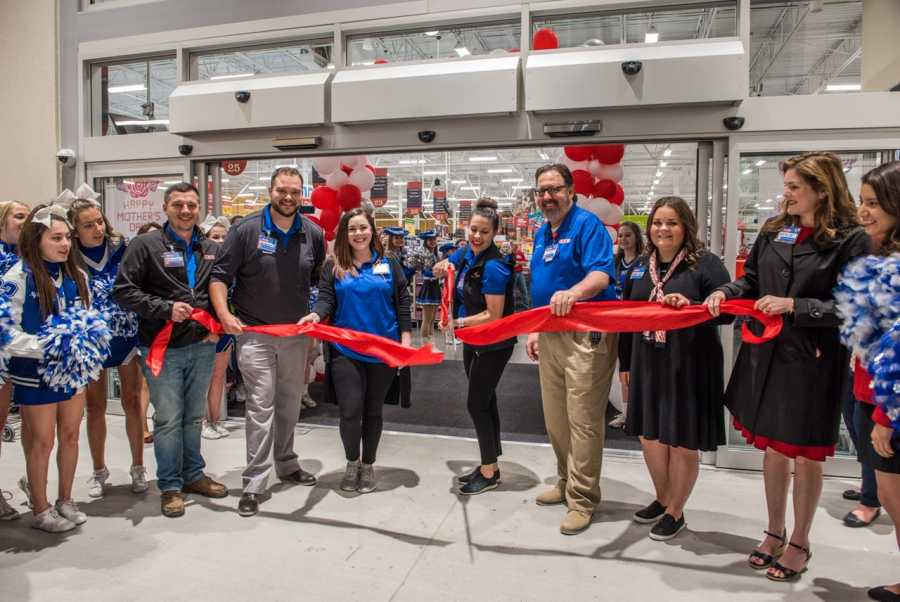 H-E-B celebrates its new store in its latest commitment to the community of North Texas