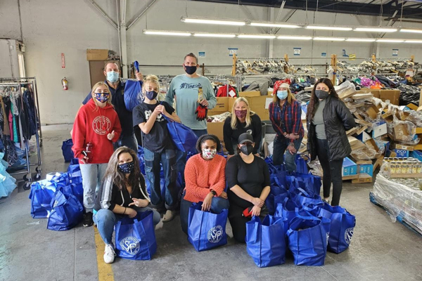 Allen Lund Company participated in a volunteer event with Navidad en el Barrio for the 16th consecutive year to provide dry and perishable goods for the underserved communities of Southern California