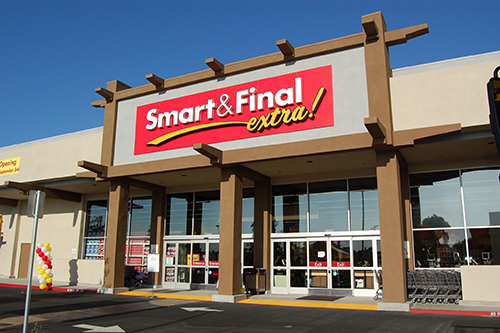 Smart & Final has agreed to a merger with funds run by a affiliate of Apollo Global Mangement